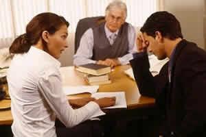 como encontrar a un buen abogado para un divorcio